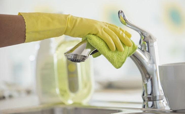 Làm sạch vòi thường xuyên