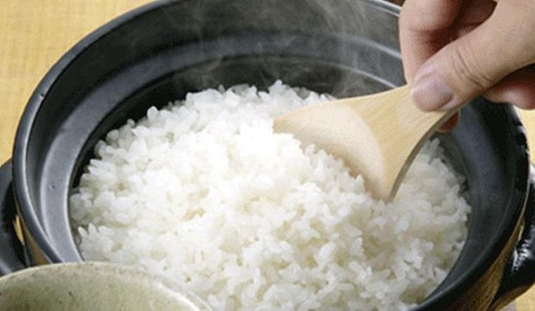 Hướng dẫn cách nấu cơm bằng lò vi sóng thơm ngon mềm siêu nhanh