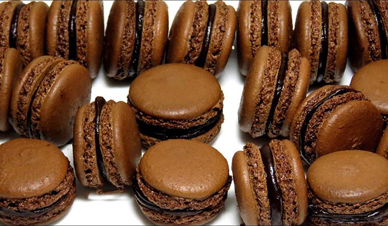 Cách làm bánh macaron socola cà phê thơm ngon chuẩn vị Pháp tại nhà