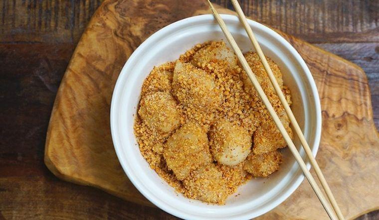 Cách làm bánh bột nếp lăn mè đường (calochia) trứ danh, dân sành ăn mới biết