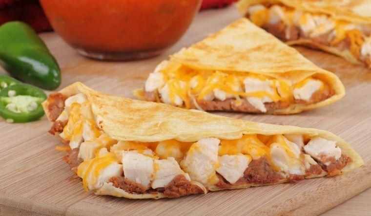 Hướng dẫn làm bánh phô mai thịt gà Quesadilla đơn giản tại nhà