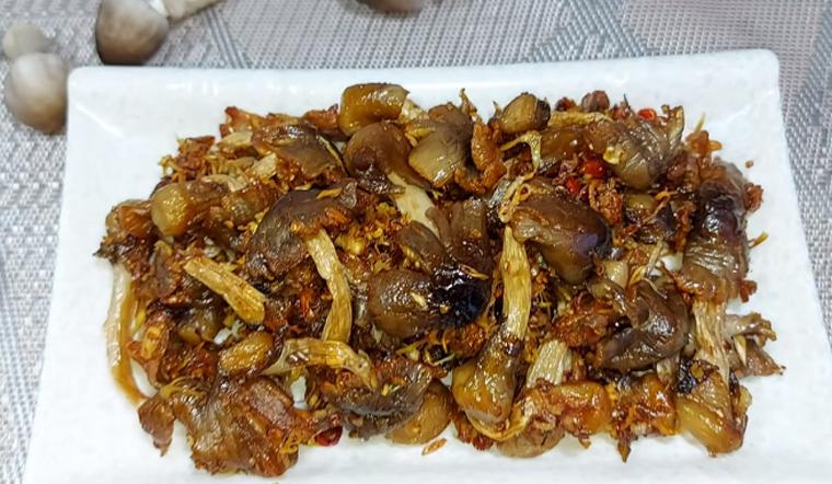 Cách làm khô nấm rơm để càng lâu ăn càng ngon