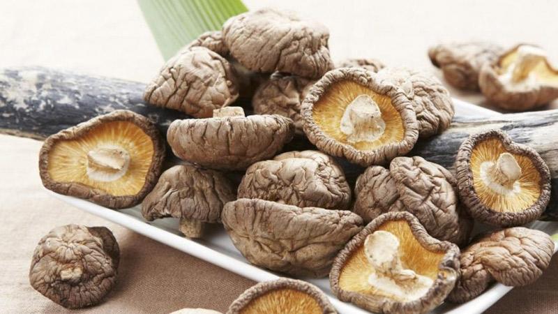 Nấm hương là loại nấm cung cấp nhiều chất dinh dưỡng, đặc biệt là vitamin B2.
