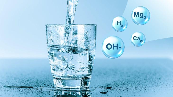 Để đảm bảo an toàn cho sức khỏe, nhiều hộ gia đình thường sử dụng nước ion kiềm
