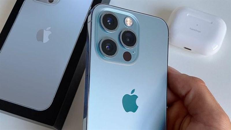 Ảnh trên tay iPhone 13 Pro Xanh sierra đầu tiên, thiết kế sang trọng