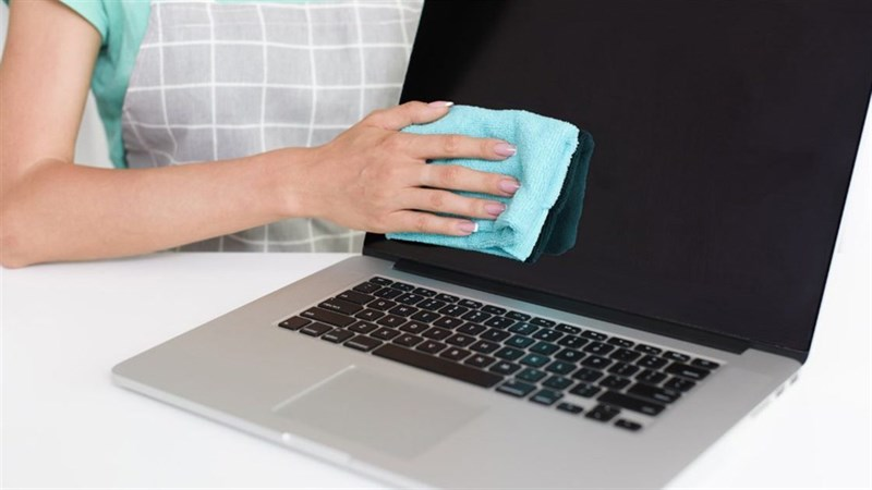 cách vệ sinh màn hình laptop
