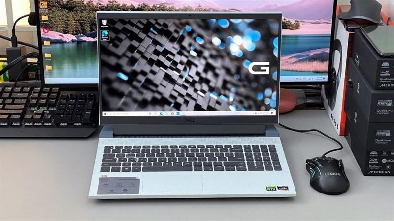 Trên tay Dell Gaming G15 5515. Nguồn: Laptop Mag.