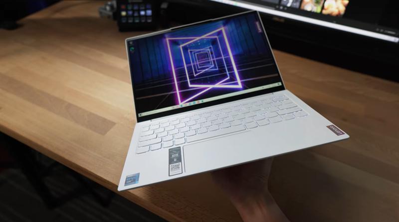 Lenovo YOGA Slim 7 Carbon một chiếc laptop Ultrabook mỏng nhẹ, tinh tế nhưng không kém phần mạnh mẽ. Nguồn: PCMag.