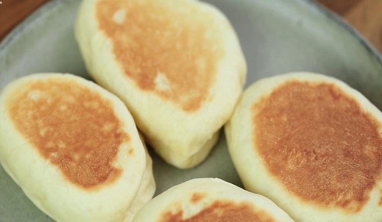 Cách làm bánh mì nướng chảo thơm ngon không cần lò nướng