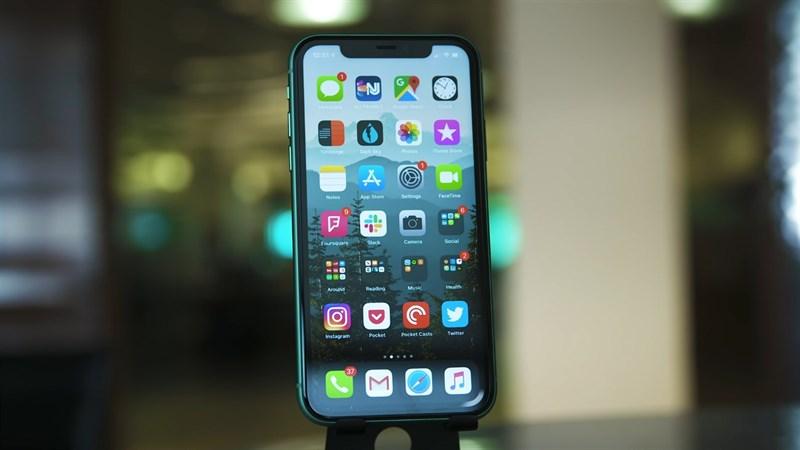 Mình sẽ chấm điểm hiệu năng iPhone 11 trước và sau khi cập nhật iOS 15 chính thức. Nguồn: Engadget.