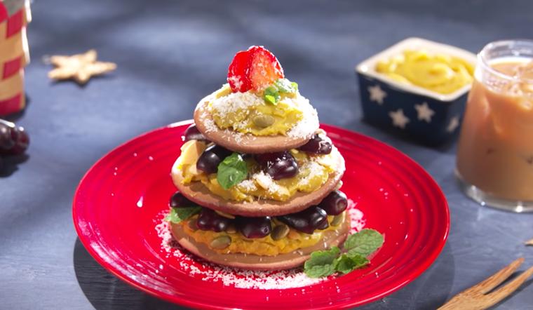 Vào bếp làm ngay bánh Pancake socola đón Giáng Sinh cùng gia đình
