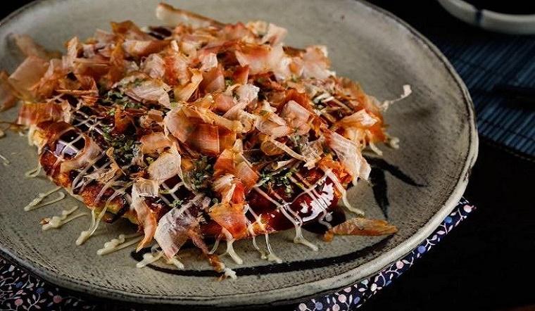 Học ngay cách làm Okonomiyaki -  Món bánh xèo độc đáo của Nhật Bản