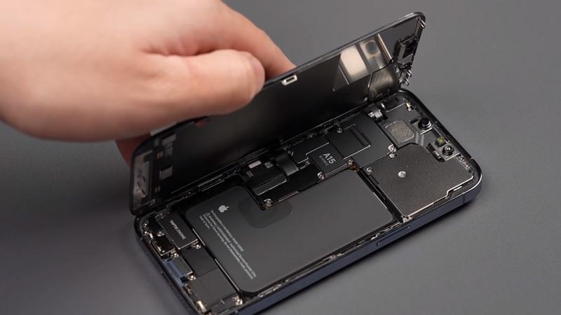 Mổ xẻ iPhone 13 Pro tiết lộ dung lượng pin khá lớn 3.095mAh và modem 5G Qualcomm Snapdragon X60