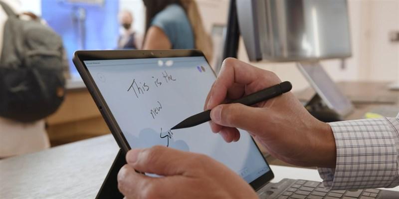 Trải nghiệm mà Surface Slim Pen 2 mang lại là rất tuyệt vời. Nguồn: The Verge.
