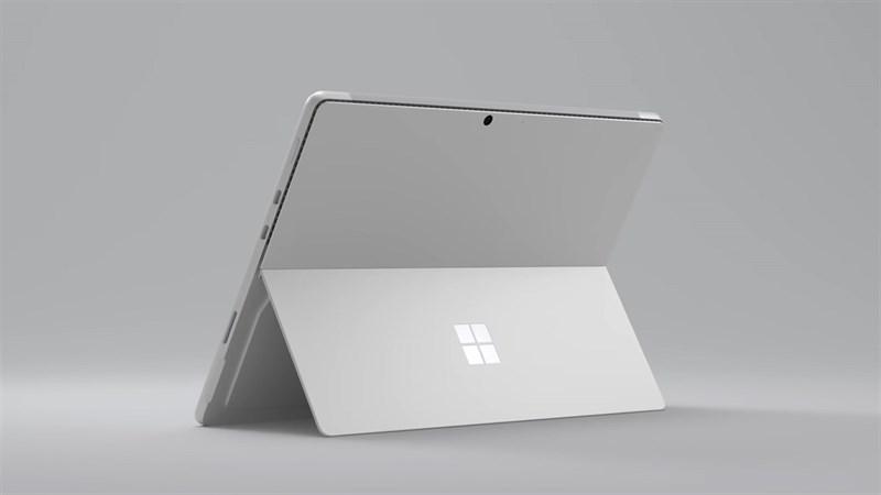 Phần chân đế phía sau là một trong những điểm đặc trưng của dòng máy tính bảng Surface. Nguồn: Microsoft.