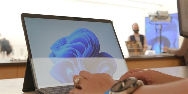 Mặt trước của Surface Pro 8. Nguồn: The Verge.