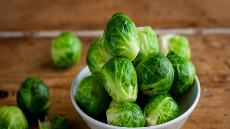 100 gram bắp cải tí hon chứa 140 mcg vitamin K1