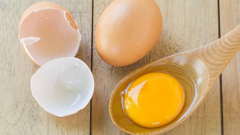 Một lòng đỏ trứng có thể chứa từ 67 đến 192 microgam vitamin K2