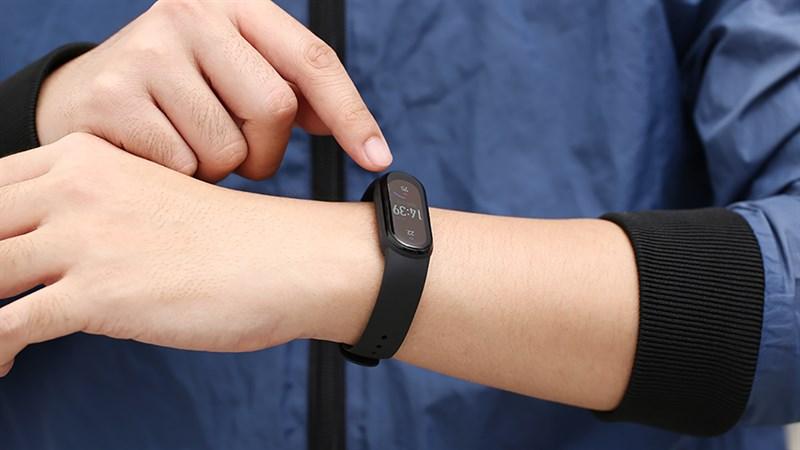 Loạt thiết bị đeo tay thông minh dưới 1 triệu đang giảm sốc ngon lành
