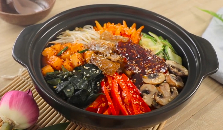 Vào bếp làm món cơm trộn Hàn Quốc chay cực bắt mắt lại vô cùng bổ dưỡng