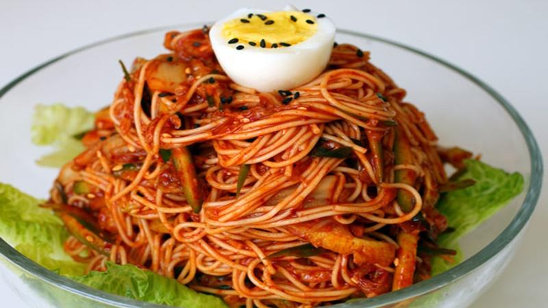 Mì trộn chua ngọt Hàn Quốc
