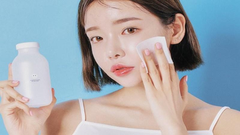 Rửa mặt bằng bông tẩy trang có lợi ích gì?