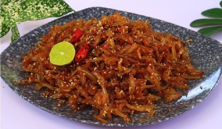 Làm món cá cơm khô rim tỏi ớt chỉ với 15 phút mà tốn cơm vô cùng