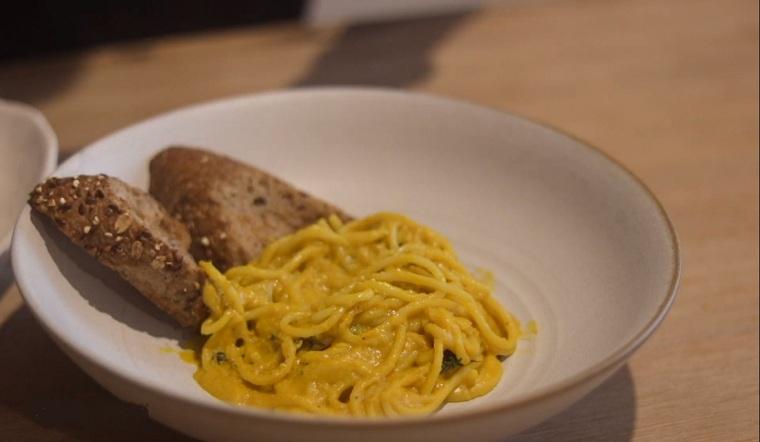 Hướng dẫn chi tiết cách làm mì Ý sốt bí đỏ chuẩn vị Châu Âu