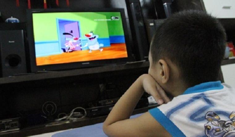 5 thói quen xem tivi có hại cho sức khỏe mà ai cũng mắc phải
