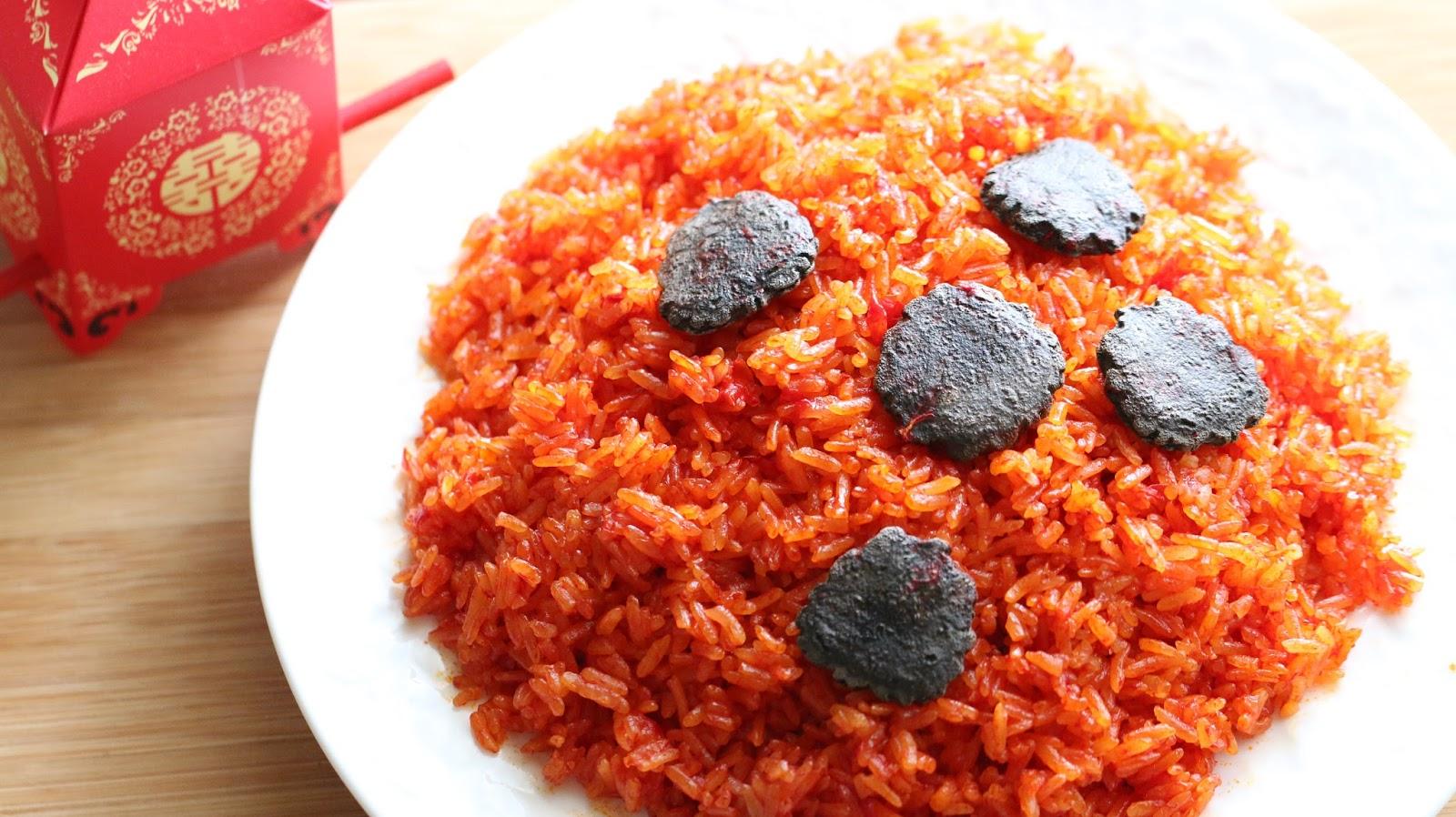 Món xôi gấc làm từ gạo nếp sáp