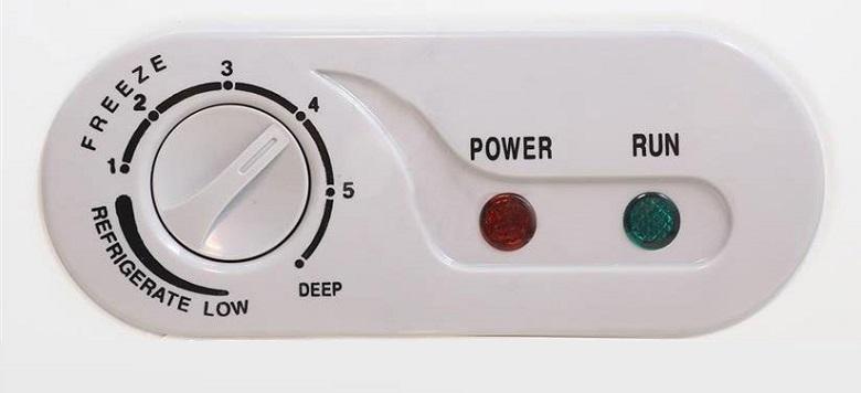 Bảng điều khiển bên ngoài - Tủ đông Sanaky 280 lít VH-4099W3