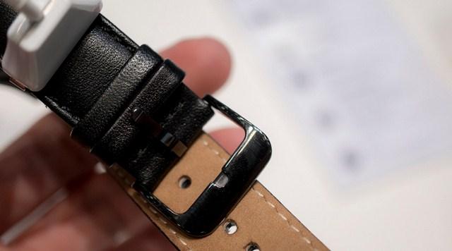 Phần cài khoen của đồng hồ