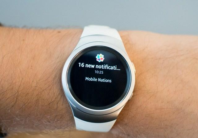 Hình ảnh hiển thị rõ để người dùng có thể dễ dàng đọc những thông báo trên đồng hồ