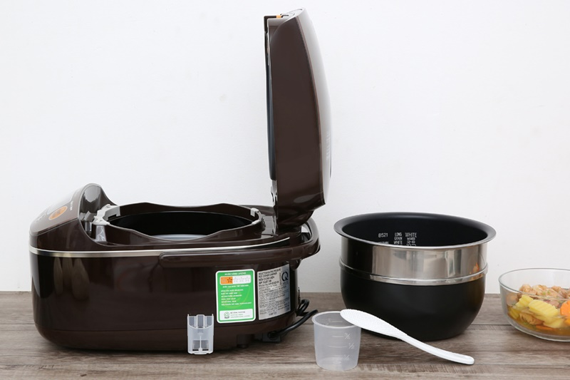 Tặng kèm muỗng lấy cơm, cốc đong gạo - Nồi cơm điện cao tần Zojirushi 1.8 lít NP-BSQ18V-TA