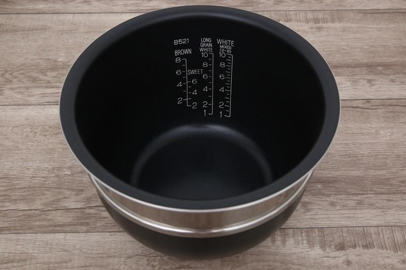 Lòng nồi dày 2.2 mm bằng hợp kim nhôm phủ Platinum chống dính bền bỉ - Nồi cơm điện cao tần Zojirushi 1.8 lít NP-BSQ18V-TA