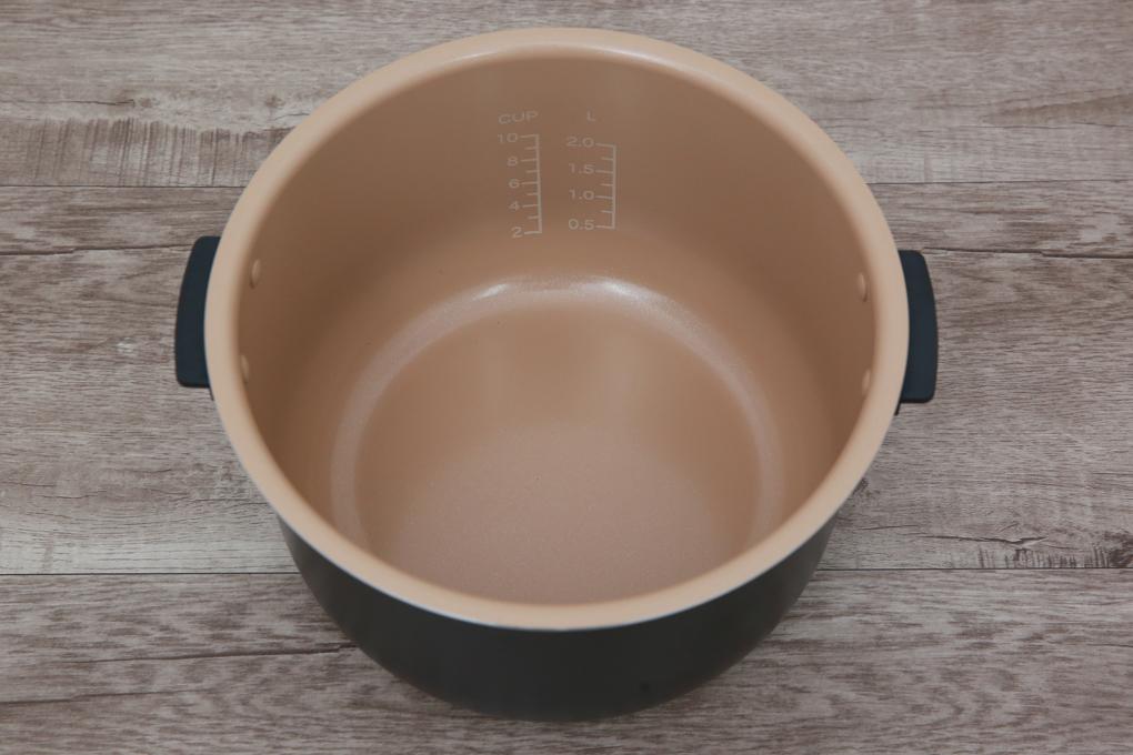 Lòng nồi cơm điện tử dày 1.8 mm bằng hợp kim nhôm tráng men chống dính Ceramic - Nồi cơm điện tử Bluestone 1.8 lít RCB-5936