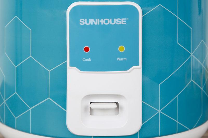 Chỉnh chức năng nấu và giữ ấm thuận tiện với nút gạt - Nồi cơm nắp gài Sunhouse 1.8 lít SHD8622G