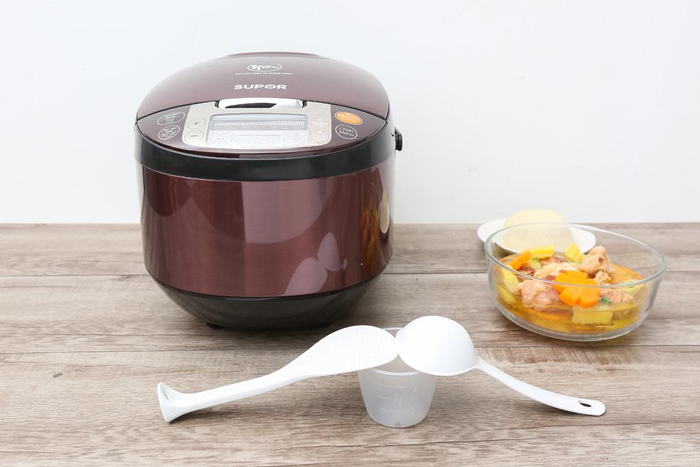 Nồi cơm điện tử Supor 1.8 lít với thiết kế ấn tượng, cùng màu sắc nổi bật tạo điểm nhấn cho căn bếp