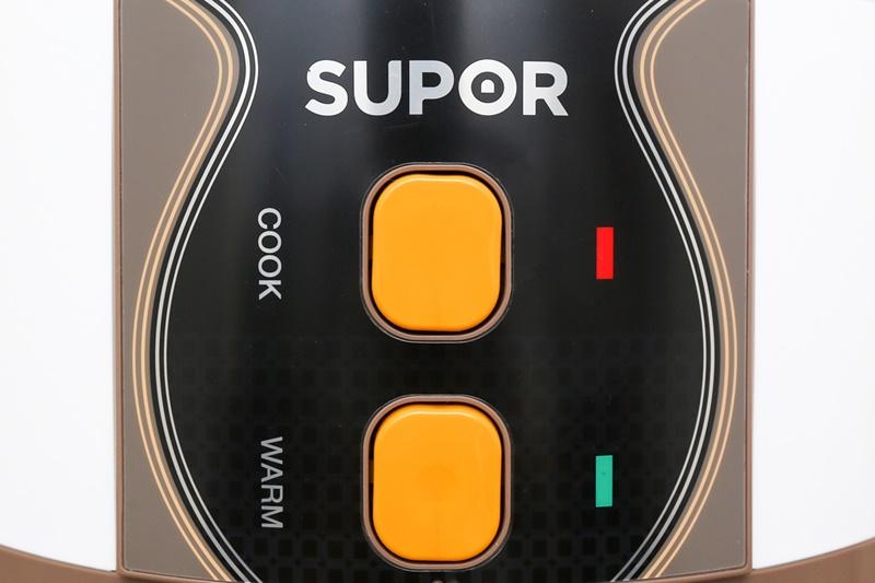 2 nút nhấn kèm đèn tín hiệu tương ứng cho bạn tùy chỉnh, theo dõi chế độ nấu và giữ ấm tiện lợi - Nồi cơm nắp gài Supor 1.8 lít CFXB50YB13VN-CF-50