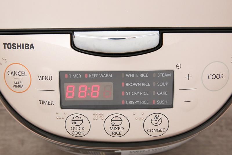 Bảng điều khiển điện tử kèm màn hình hiển thị sắc nét - Nồi cơm điện tử Toshiba 1.8 lít RC-18DR1NV