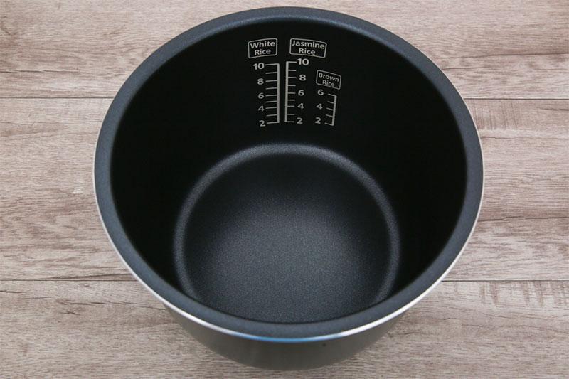 Lòng nồi chống dính dễ vệ sinh - Nồi cơm điện tử Panasonic 1.8 lít SR-CP188NRA
