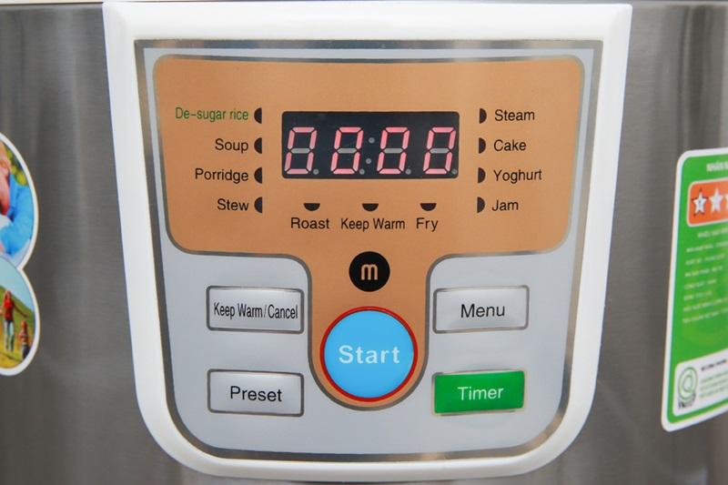 Bảng điều khiển nút nhấn điện tử, màn hình hiển thị rõ nét - Nồi cơm điện tử tách đường Mishio 5 lít MK-188