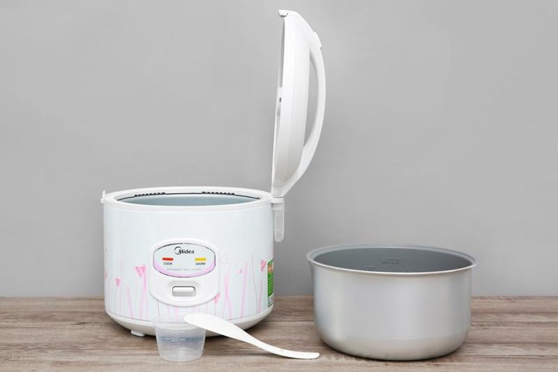 Tặng kèm muỗng xới cơm, cốc đong gạo - Nồi cơm nắp gài Midea 1.5 lít MR-CM1533