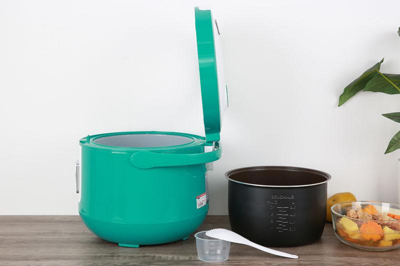 Có cốc đong gạo, muỗng lấy cơm - Nồi cơm nắp gài Sunhouse 1.8 lít SHD8658G Xanh