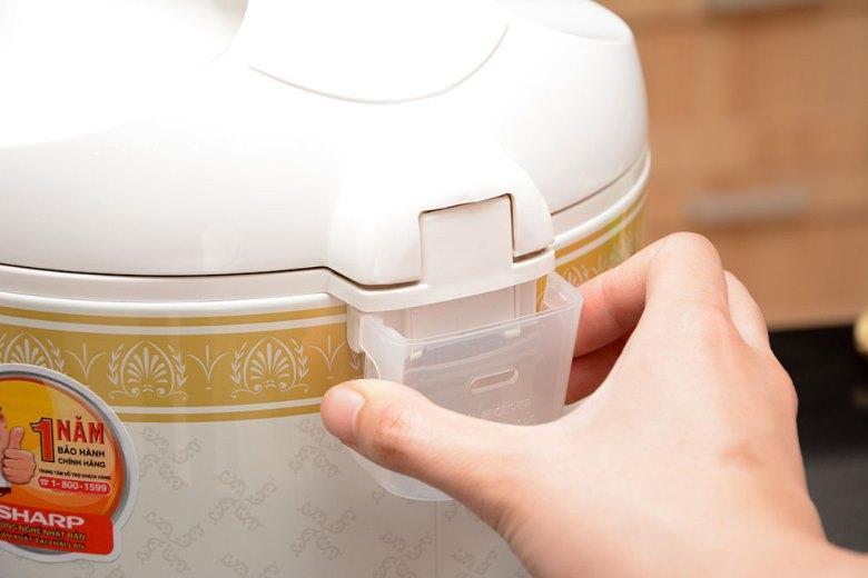 Khay chứa nước thừa dễ dàng tháo rời