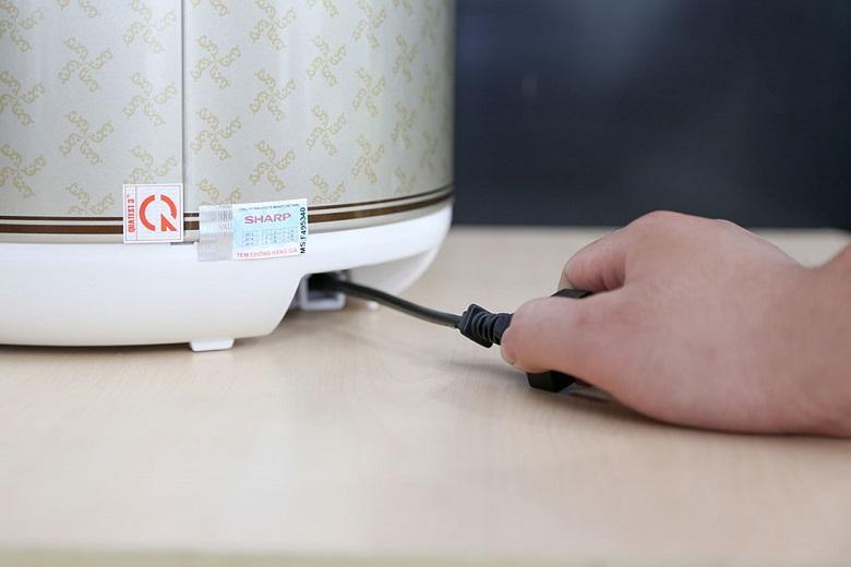 Dây điện có thể thu gọn vào phía trong thân nồi