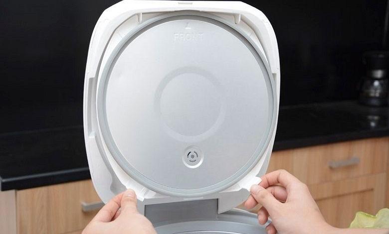 Nắp trong tháo rời được, có thể rửa dưới vòi nước để làm sạch