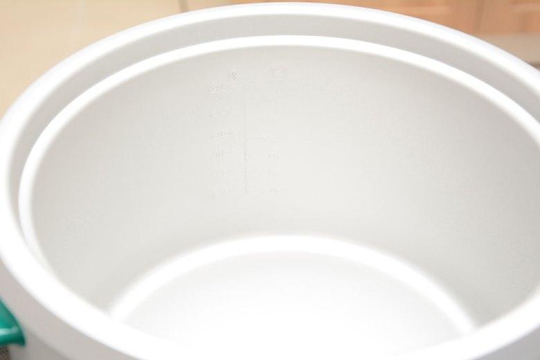 Lòng nồi trắng sáng, dễ chùi rửa