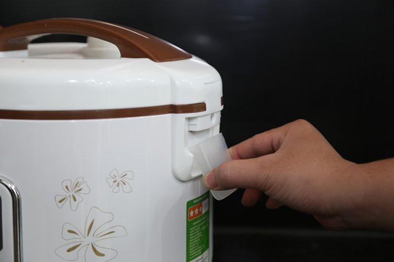 Dễ dàng tháo khay chứa nước thừa