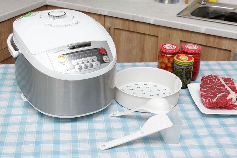 Sản phẩm kèm theo 2 muỗng, xửng hấp, và cốc đong gạo